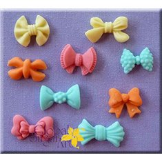Small Bows Mold by Alphabet Molds in a Global Sugar Art design